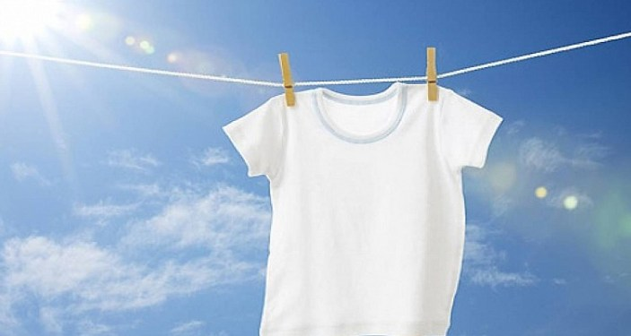 κιτρινίλα λευκά ρούχα