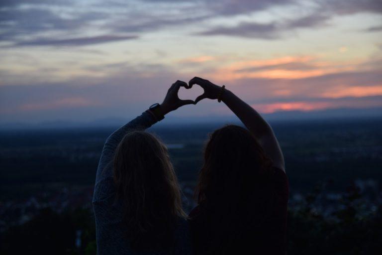 Να τους αγαπάτε τους φίλους σας, και να τους το δείχνετε με κάθε ευκαιρία