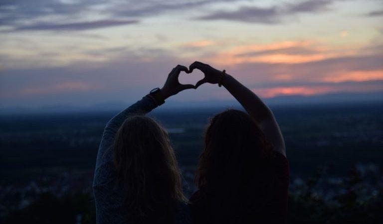 Να τους αγαπάτε τους φίλους σας