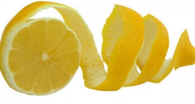 μια φλούδα λεμονιού στο πλυντήριο πιάτων