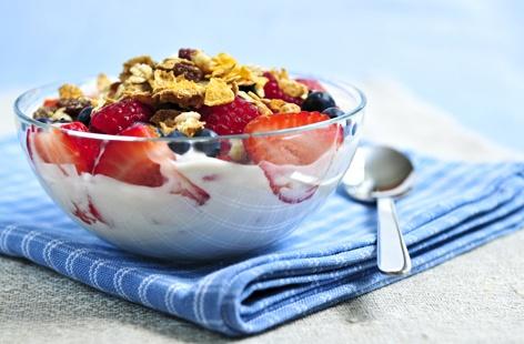 το πλούσιο πρωινό βοηθάει στο αδυνάτισμα