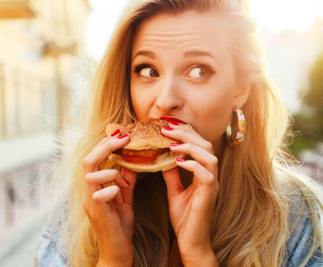 Ποια είναι η καλύτερη ώρα να φας, αν θες να χάσεις κιλά