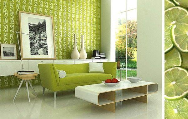 Τα λευκά πιάτα, ένα τραπεζάκι του σαλονιού που είναι πολύ κοντά στον καναπέ αλλά και ο φωτισμός