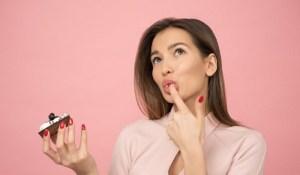 Read more about the article Γιατί ζητάμε απεγνωσμένα γλυκό μετά τον ύπνο; Μάθε πως μπορείς να το αντιμετωπίσεις
