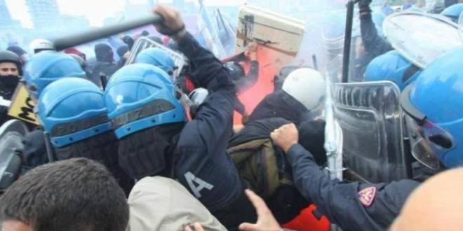 Vergognosa repressione contro gli studenti che protestano per i tagli di Profumo