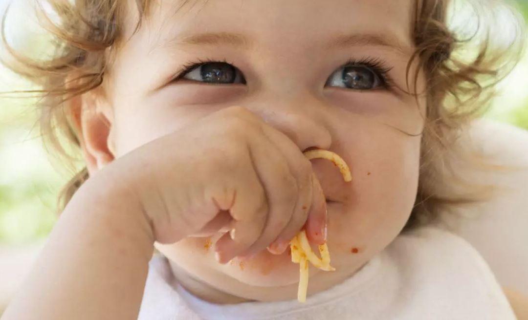 Meglio l'autosvezzamento o il baby food?