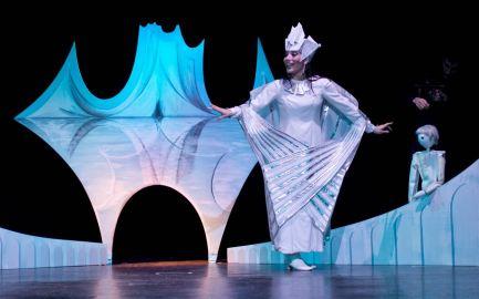 Teatro Colla sul palco di febbraio con le sue marionette