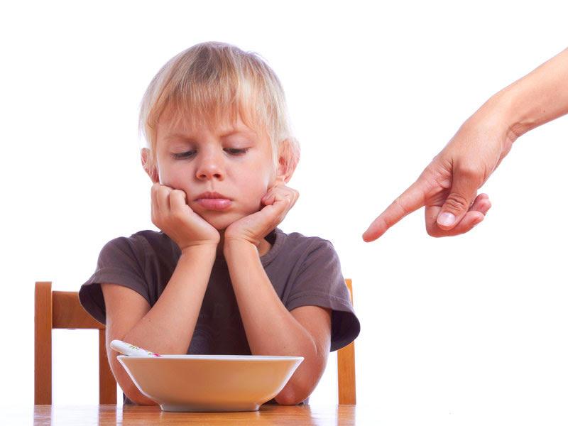 bambina che non mangia