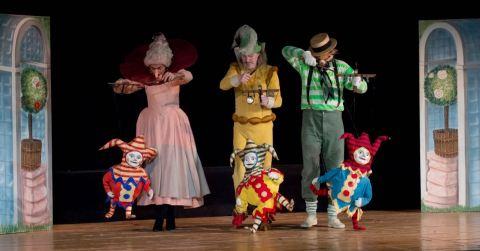 Teatro Colla sul palco di novembre con le sue marionette