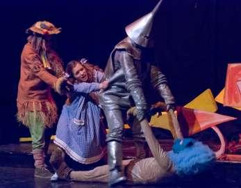 Teatro Colla sul palco di ottobre con le sue marionette
