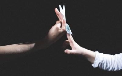 Fiabe raccontate con le mani