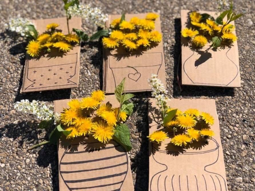 Creatività al parco: un gioco tutto-fiori