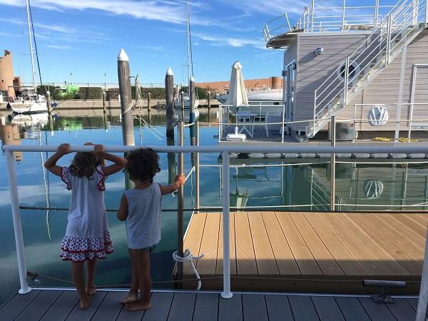 Houseboat: dormire al porto senza avere una barca