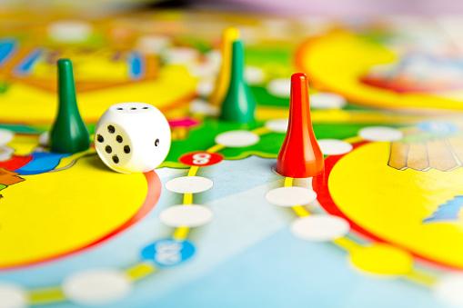 Giocare con tutta la famiglia: il mondo dei giochi da tavolo