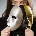 Donna con due maschere
