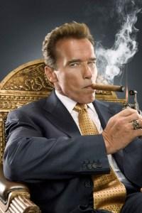 Arnold-Schwarzenegger-smoking-cigarette