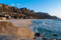 Blick auf Camps Bay, Kapstadt, Südafrika