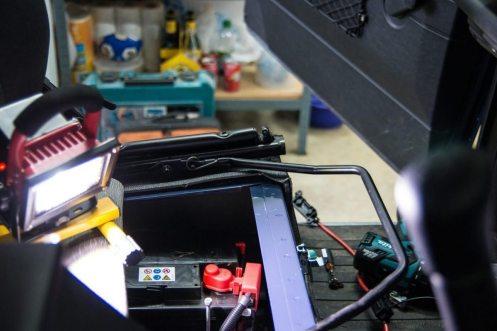 Doppelbatteriesystem: Einbau der Versorgerbatterie