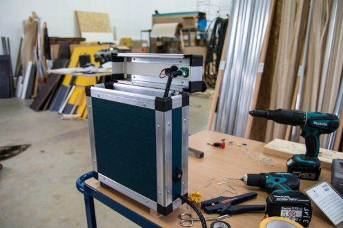 Doppelbatteriesystem: Stromkiste mit Anschluss für den Kühlschrank