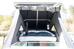 Schlafen im Defender: Mit Matratze und Lattenrost