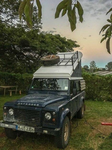 Land Rover Defender mit selbstgebauten Dachgepäckträger