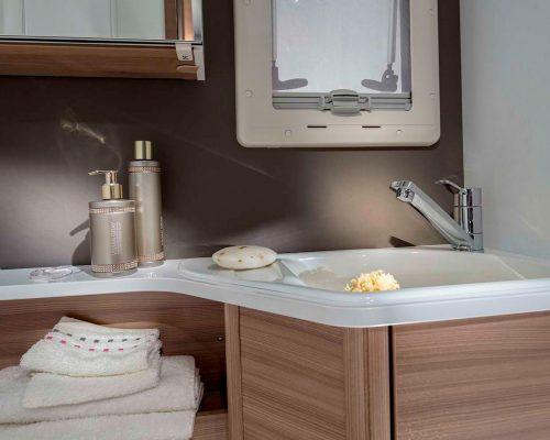 1515_MATRIX SUPREME_670_SL_detail_bathroom_sink_4BC8378