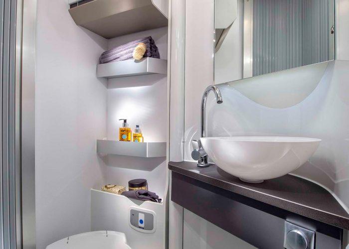 5013_COMPACT_PLUS_DL_bathroom_JM45628