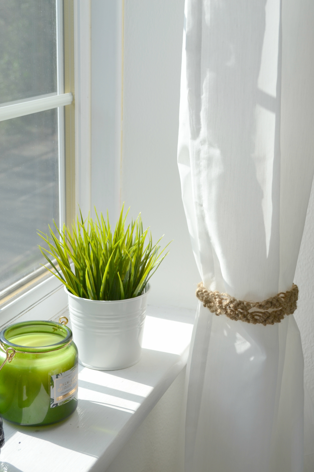DIY Macrame Curtain Tie Backs Tutorial - Girl about townhouse