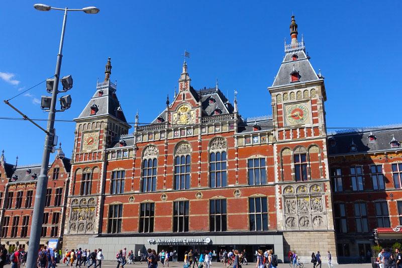 landing in amsterdam 3