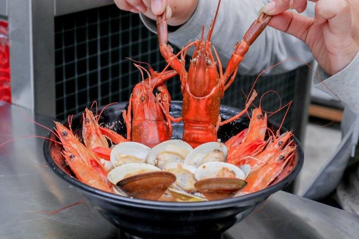 【萬華美食推薦】萬華海鮮粥舖:深夜美食海鮮粥鮮到浪花朵朵美味無敵 @女子的休假計劃