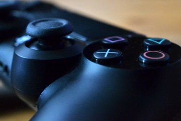PlayStation Dualshock 4 Controller. Photo © Catherine Smith-Desbiens / Girls on Games
