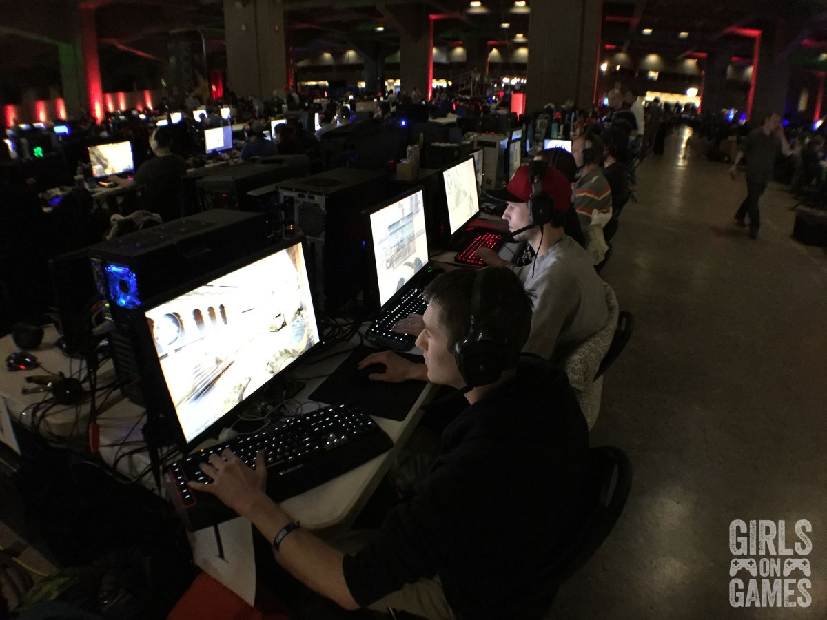 Gamers playing CSGO at LAN ETS