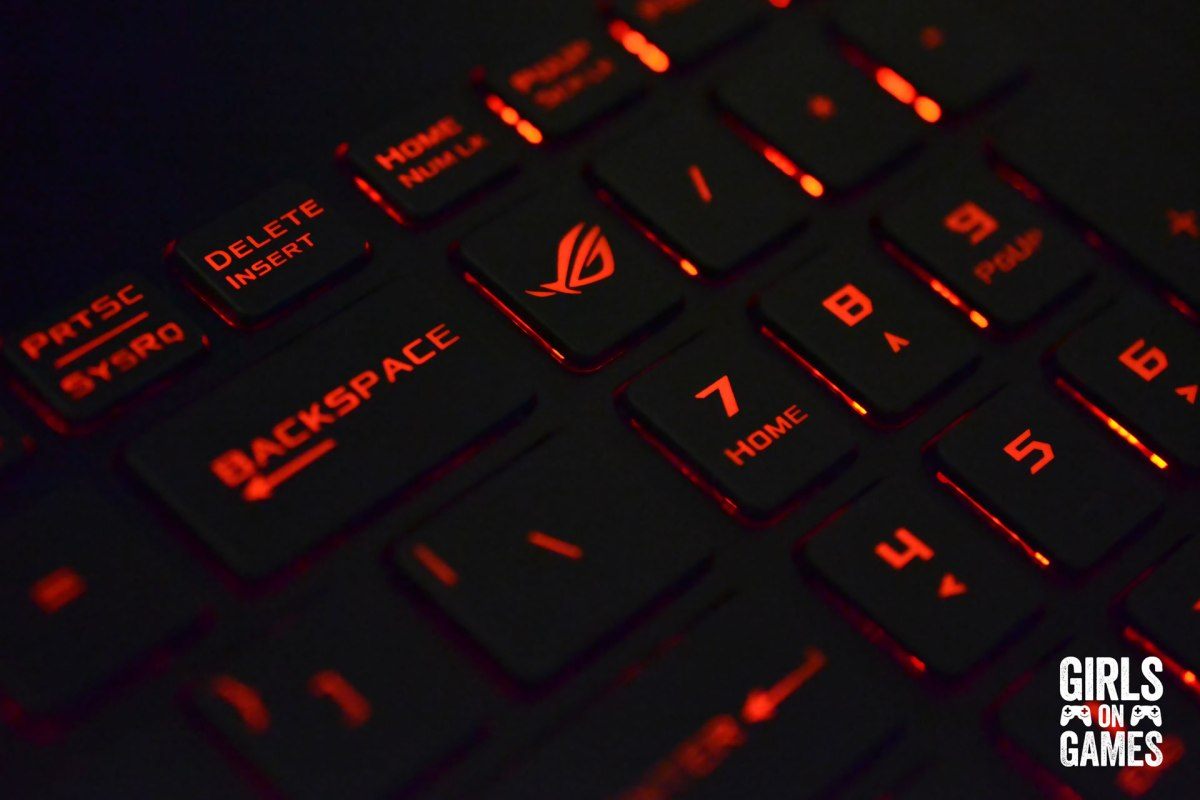 ASUS ROG STRIX GL502 Gaming Notebook keyboard close up