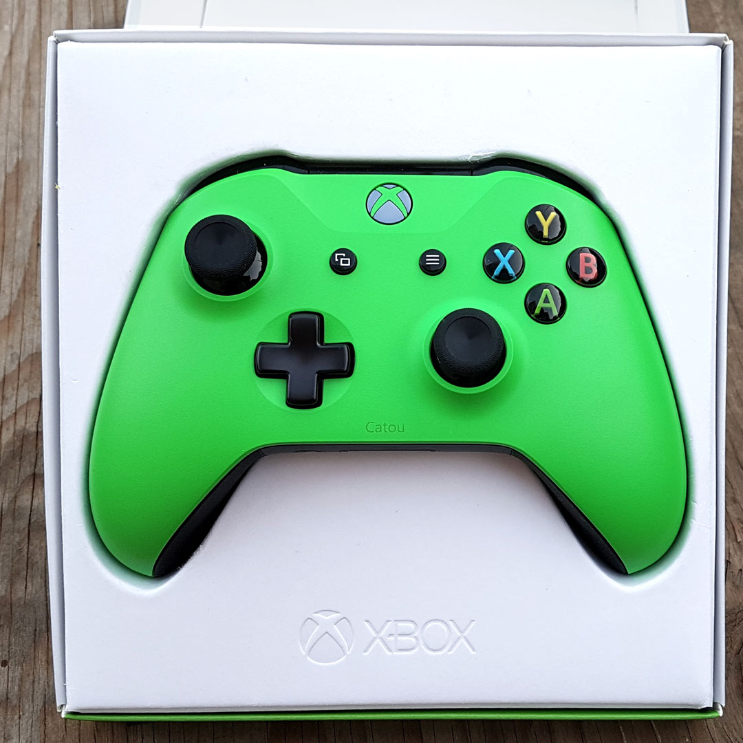 Xbox Design Lab Controller in the box