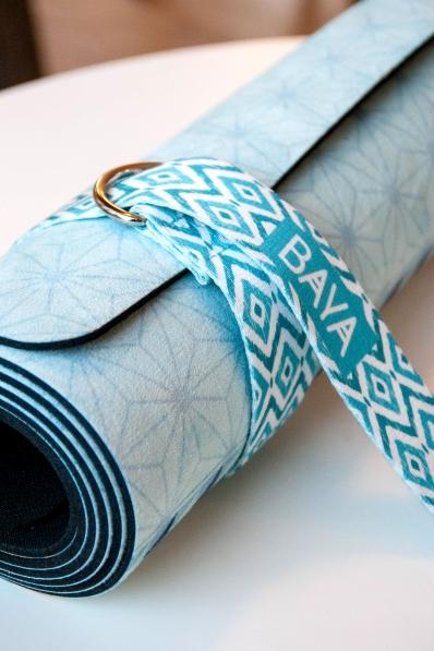 sangle baya pour tapis de yoga bleue