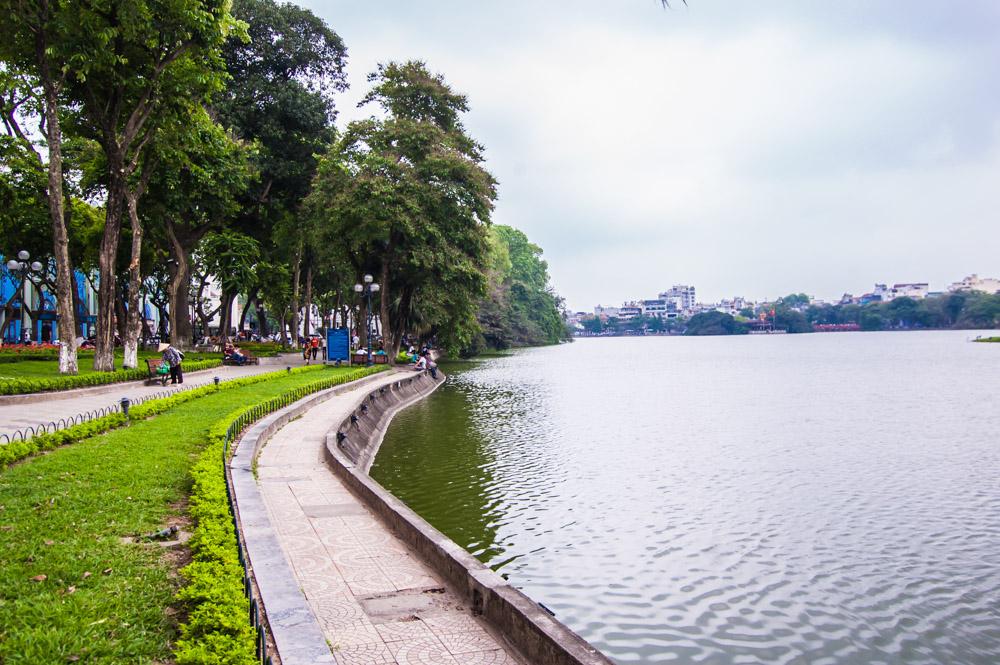 things to do in Hanoi, hoan kiem lake, Global Gal Sarah