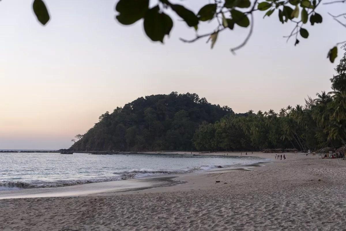 Coucher de soleil sur Ngapali Beach au Myanmar Birmanie