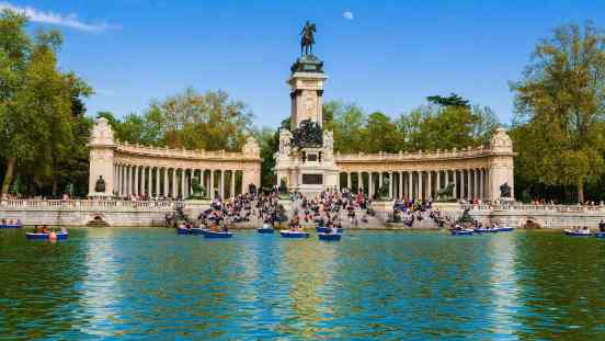 The iconic beauty of Parque Buen Retiro in Madrid, Spain.