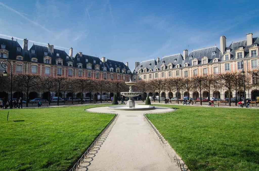 During your 4 days Paris Itinerary, definitely stop by and enjoy the beauty of Place de Vosges.