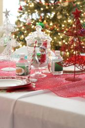Elf on the Shelf Centerpiece