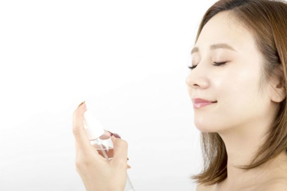 How to Use Makeup Setting Spray: Know Its Many Uses