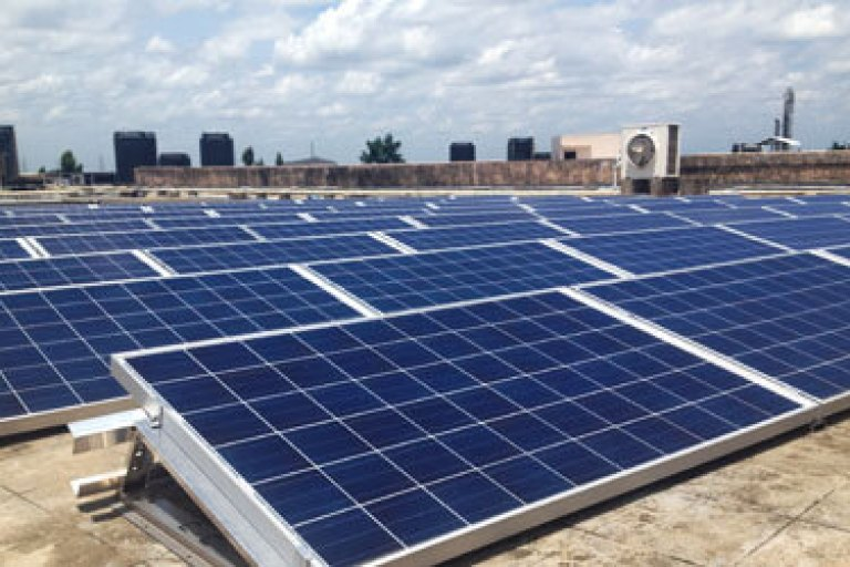Solpaneler på taket