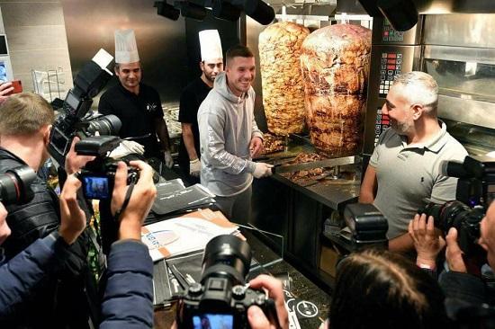 Former Arsenal Striker Lukas Podolski Now Sells Shawarma in Germany [Photos]