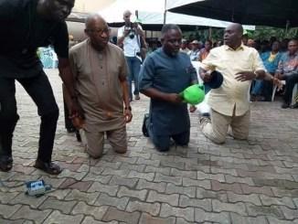2019: More Photo of Patrick Obahiagbon Kneeling Down To Beg APC Delegates In Edo State