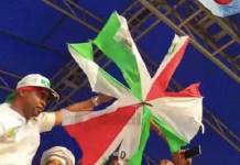 Die hard APC supporter, MC Oluomo, Mocks PDP, Uses Knife to Destroy Umbrellas [Photo/Video]