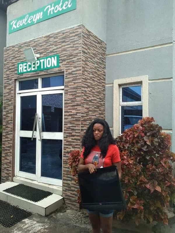 Lady nabbed after stealing a hotel's plasma TV in Delta (photos)