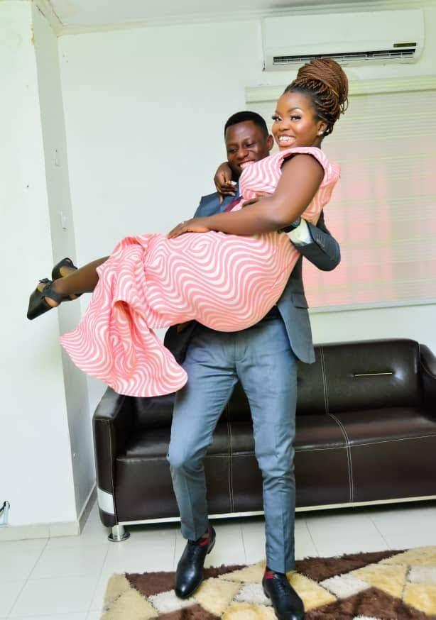 EcylmF3WAAAN4o  - Nigerian Woman Marries A Twitter Person One Yr After He Despatched Her A DM With No Profile Picture