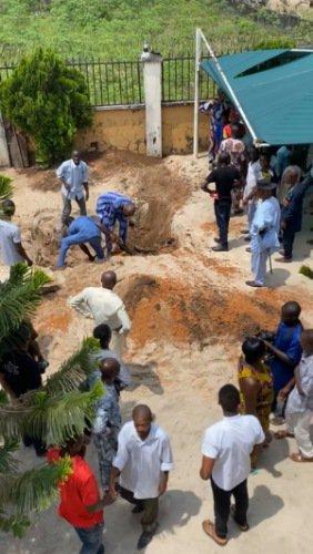 Kinsmen hijacked corpse at burial