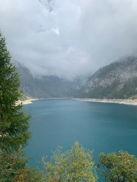 il lago di agaro in alpe devero