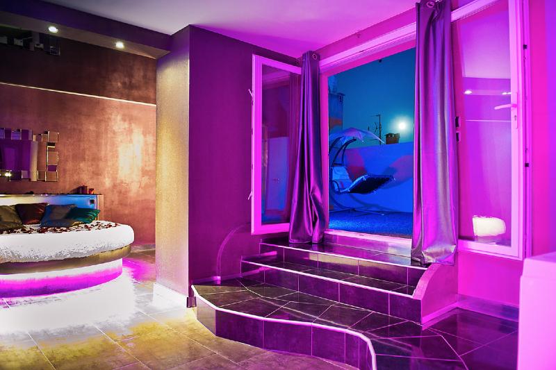 Romantic Loft Est Une Chambre Avec Jacuzzi Idal Pour Une